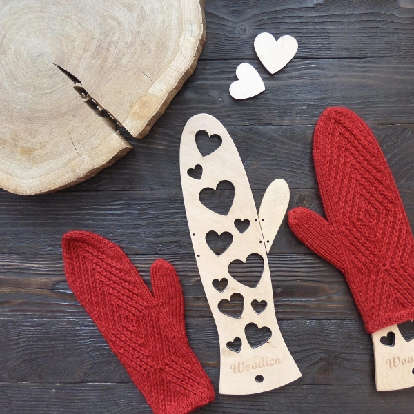 woodico.pro wooden mitten blockers hearts 600x600 - Wooden mitten blockers / Hearts