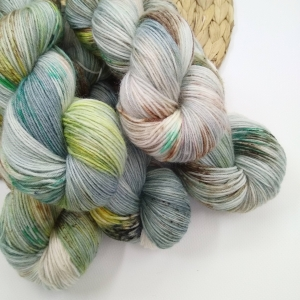 woodico.pro hand dyed yarn 030 300x300 - Hand dyed yarn / 030