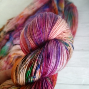 woodico.pro hand dyed yarn 032 copy 300x300 - Hand dyed yarn / 033