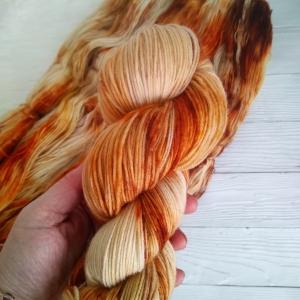 woodico.pro hand dyed yarn 039 300x300 - Hand dyed yarn / 039
