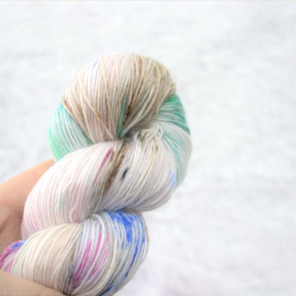 woodico.pro hand dyed yarn 048 1 600x600 - Hand dyed yarn / 048