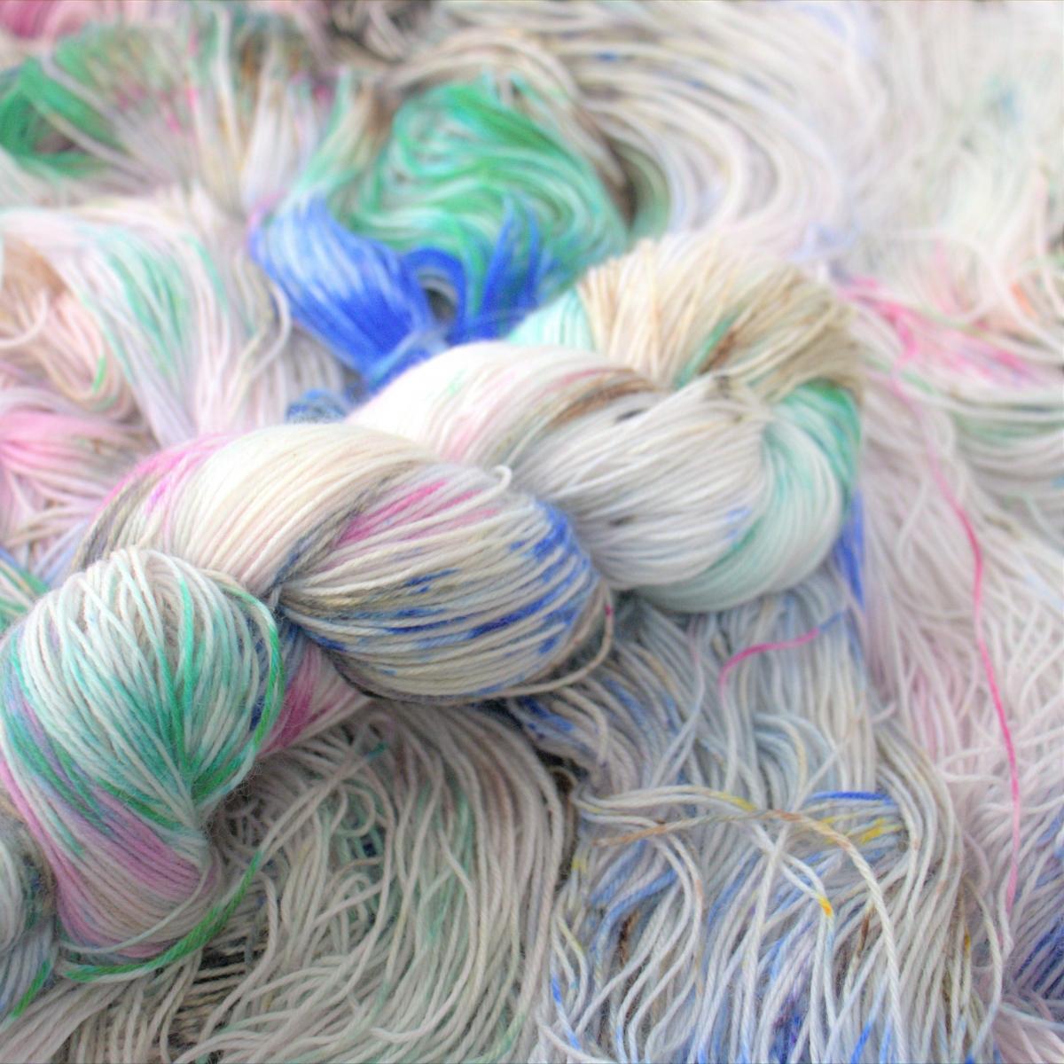woodico.pro hand dyed yarn 048 4 1200x1200 - Hand dyed yarn / 048