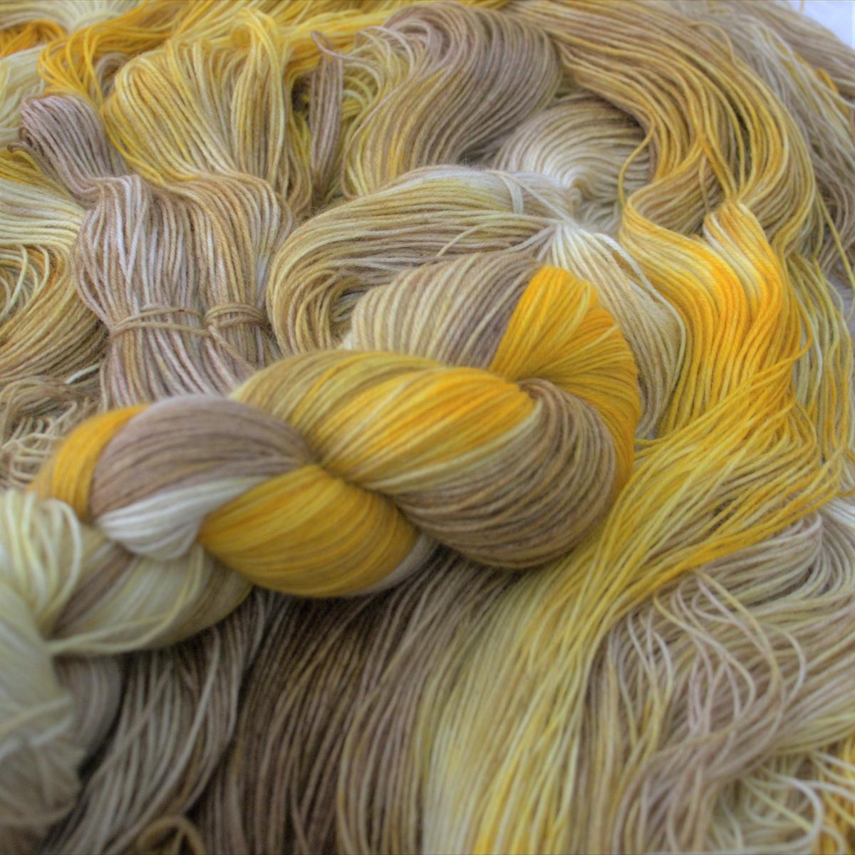 woodico.pro hand dyed yarn 049 1 1200x1200 - Hand dyed yarn / 049