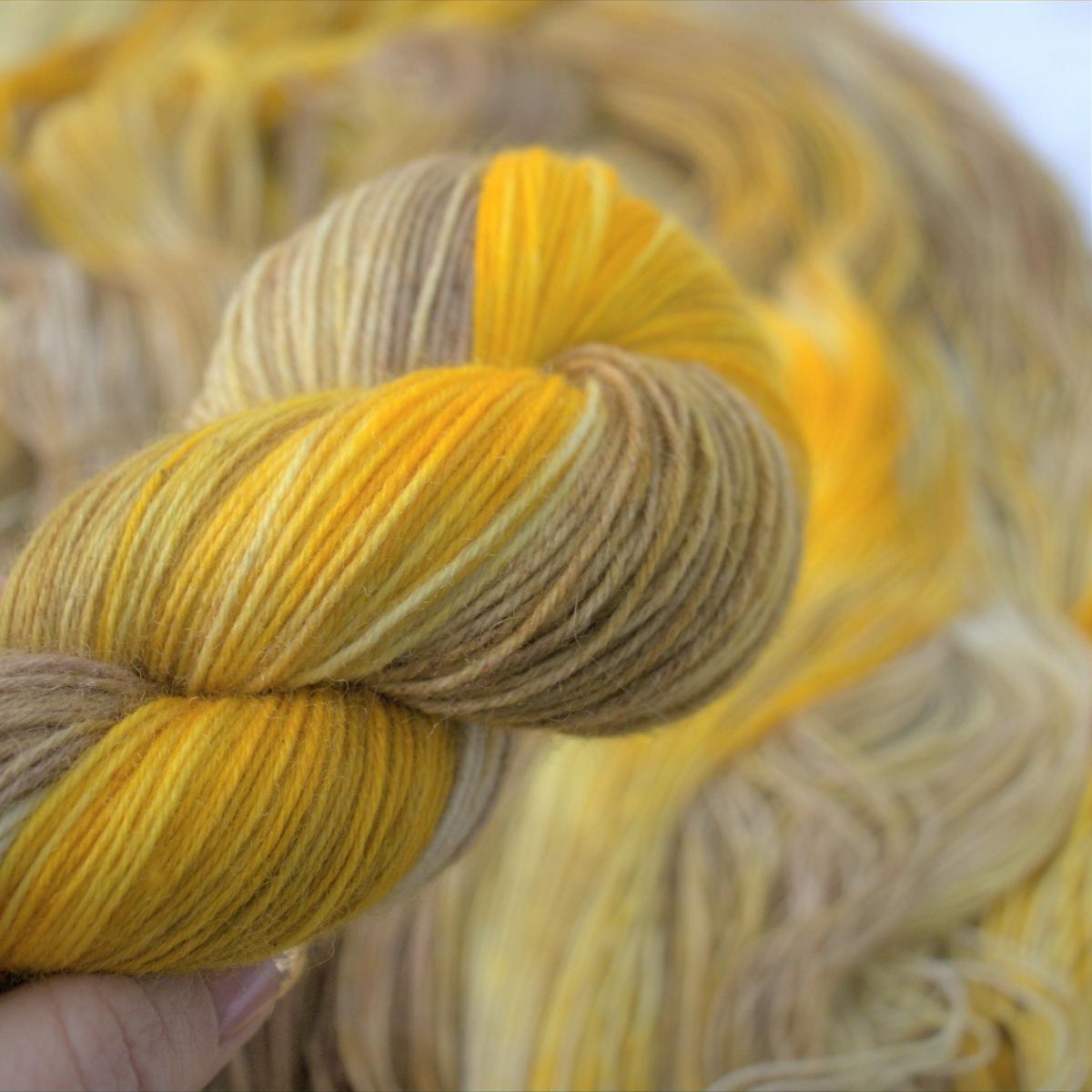 woodico.pro hand dyed yarn 049 4 1200x1200 - Hand dyed yarn / 049