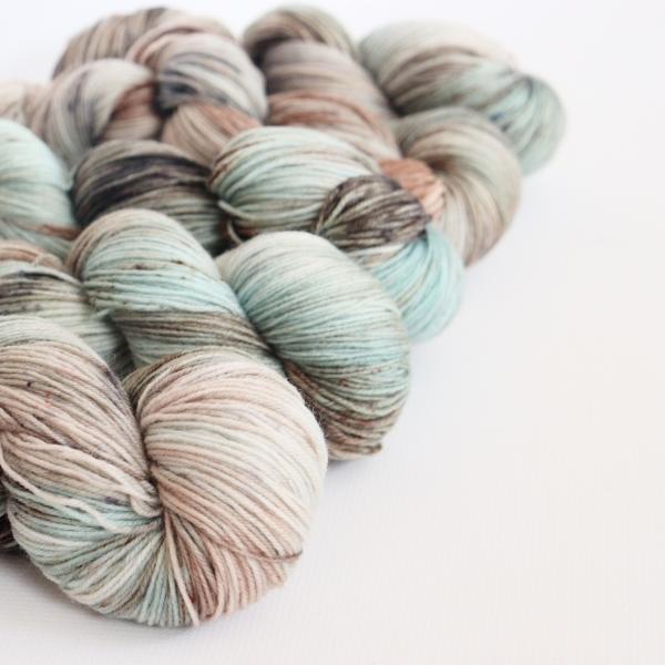 woodico.pro hand dyed yarn 055 3 600x600 - Hand dyed yarn / 055