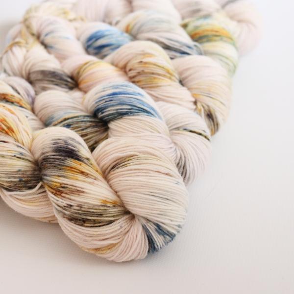 woodico.pro hand dyed yarn 060 1 600x600 - Hand dyed yarn / 060