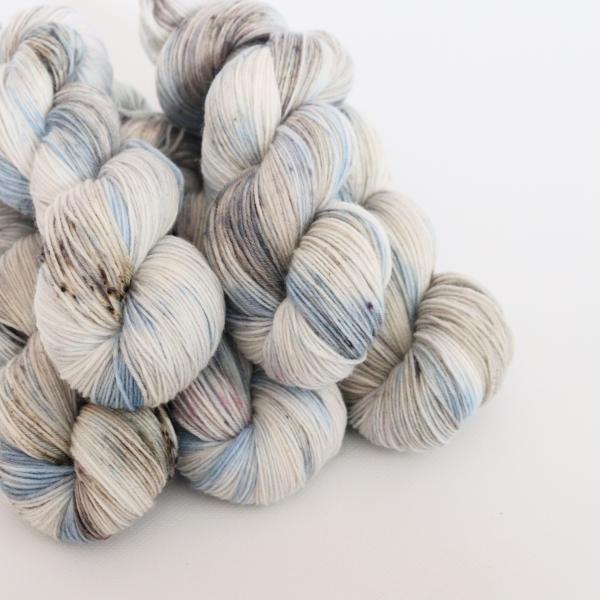woodico.pro hand dyed yarn 063 2 600x600 - Hand dyed yarn / 063