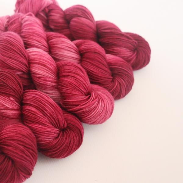 woodico.pro hand dyed yarn 065 1 600x600 - Hand dyed yarn / 065