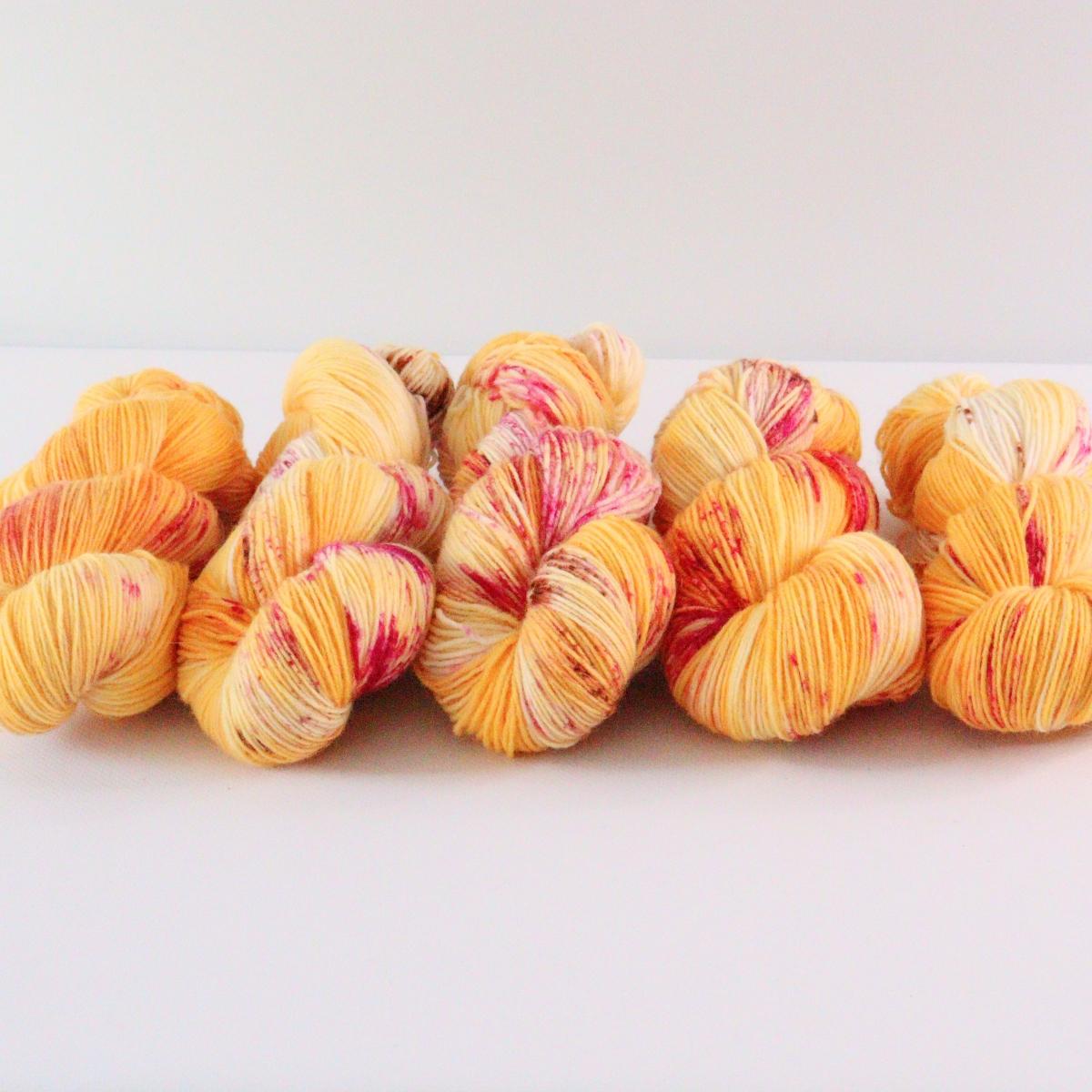 woodico.pro hand dyed yarn 077 4 1200x1200 - Hand dyed yarn / 077